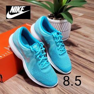 Nike Revolution 4 Womens 8.5
